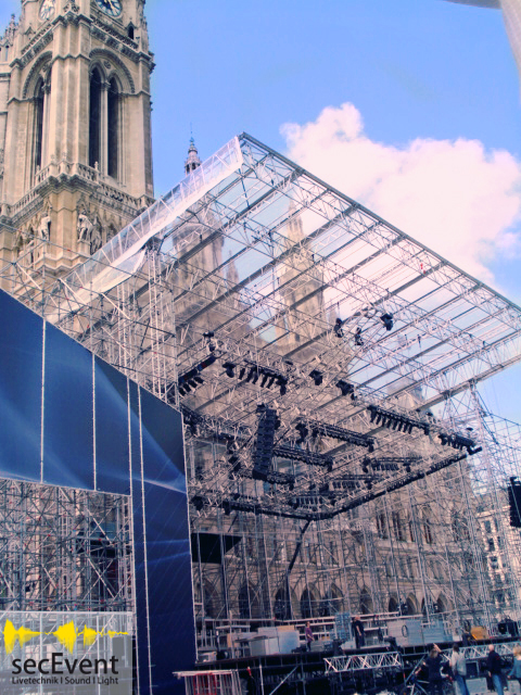 Bühnenumbau Wiener Festwochen zu Live Ball